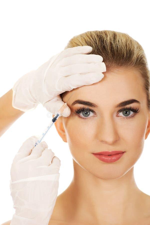 Kosmetische botox Gesichtsbehandlungseinspritzung lizenzfreie stockfotografie