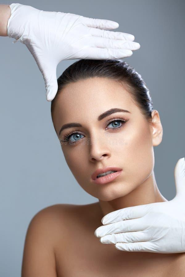 Kosmetische chirurgie Mooie Vrouw vóór Plastic Verrichting beau royalty-vrije stock fotografie