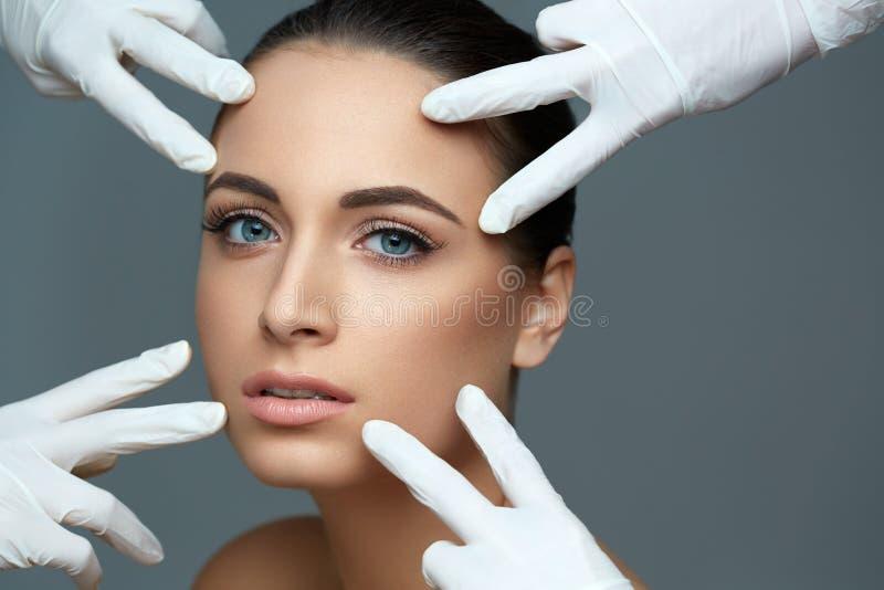 Kosmetische chirurgie Mooie Vrouw vóór Plastic Verrichting beau stock fotografie