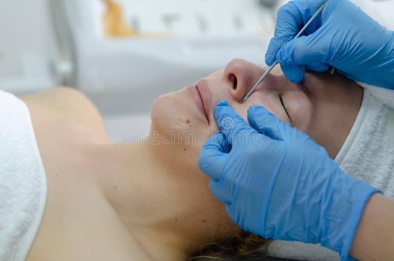 Kosmetische Gesichtsbehandlung lizenzfreie stockbilder