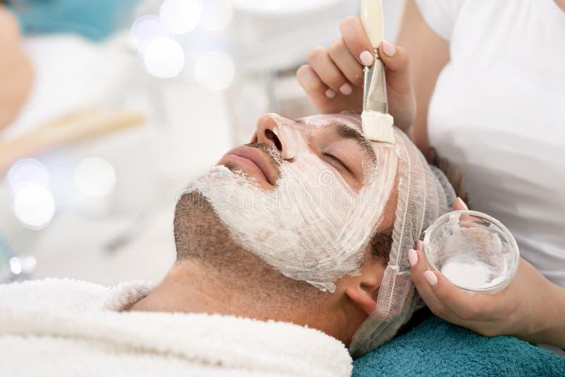 Kosmetische Gesichtsmaske auf Schönheit stockbilder