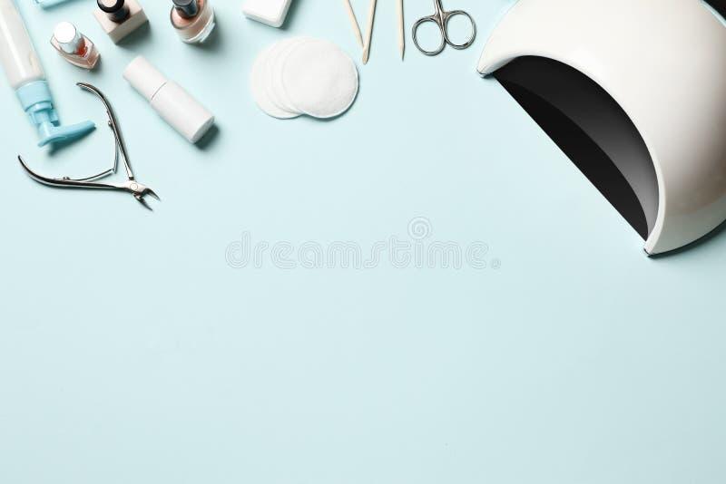 Kosmetische hulpmiddelen voor manicure en pedicure stock foto's