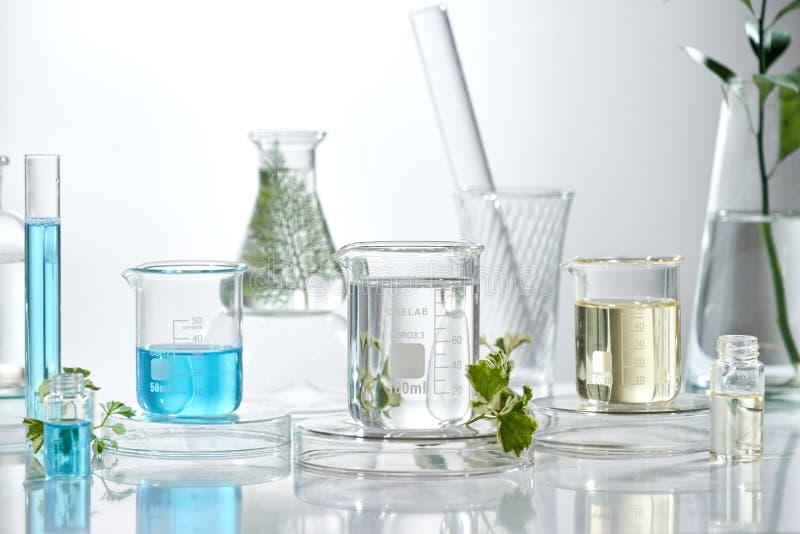 Kosmetische laboratoriumonderzoek en ontwikkeling wetenschaps bioskinc stock foto's