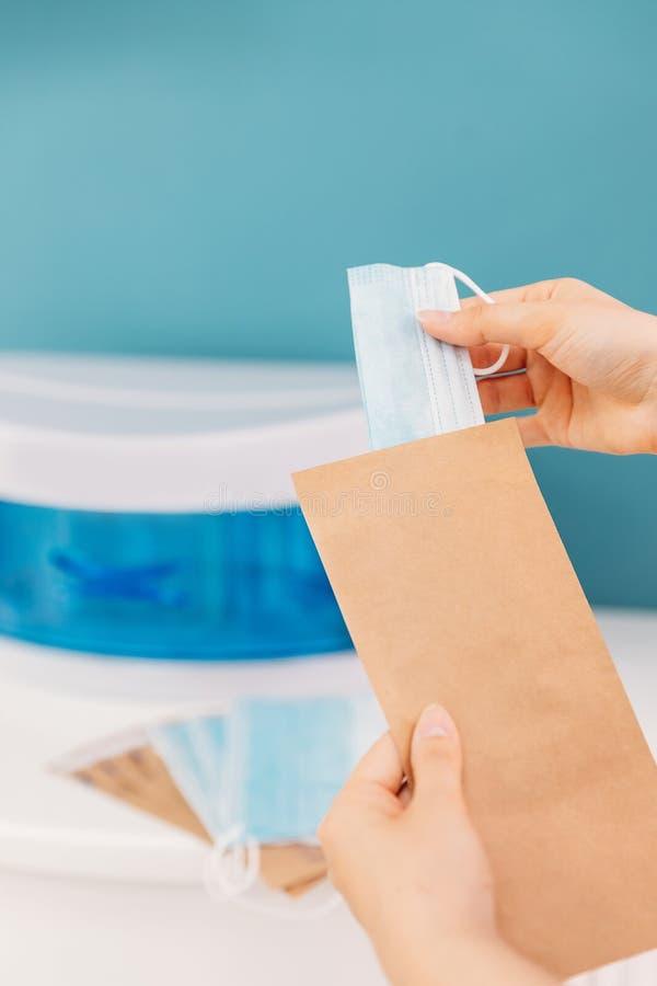 Kosmetische Mittel zur Sterilisierung von UV Freistellung von Masken und Verpackungen für Fahrzeuge stockfotografie