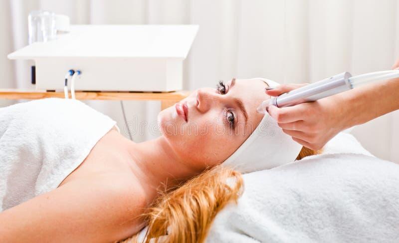 Kosmetische procedures in kuuroordkliniek stock afbeelding