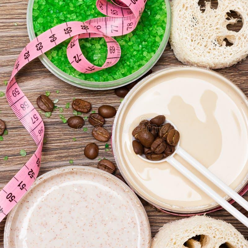 kosmetische Produkte des Anti-Cellulite mit Koffein stockbilder