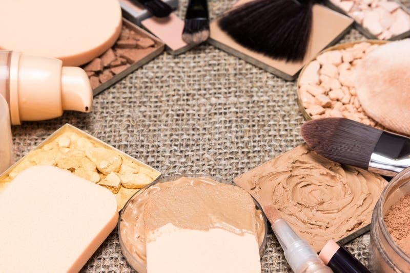 Kosmetische Produkte und Zubehörsogar heraus Hautton stockbilder