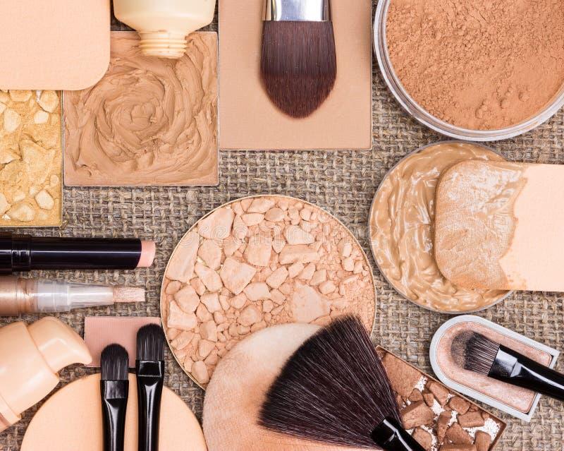 Kosmetische Produkte, zum des perfekten Teints herzustellen stockfotos