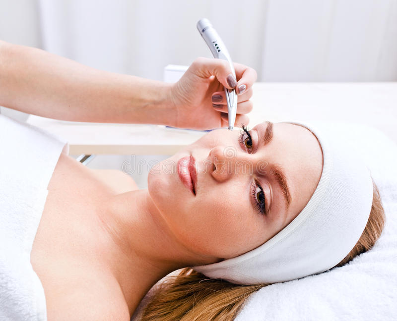 Kosmetische Prozeduren in der Badekurortklinik lizenzfreie stockfotografie