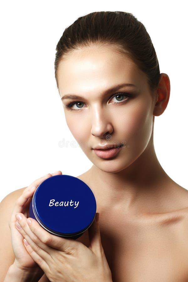 Kosmetische roomcontainer in vrouwenhanden Vrouwelijke hand met room royalty-vrije stock foto