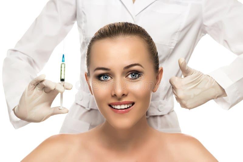 Kosmetisk injektion till den nätta härliga kvinnaframsidan arkivfoton