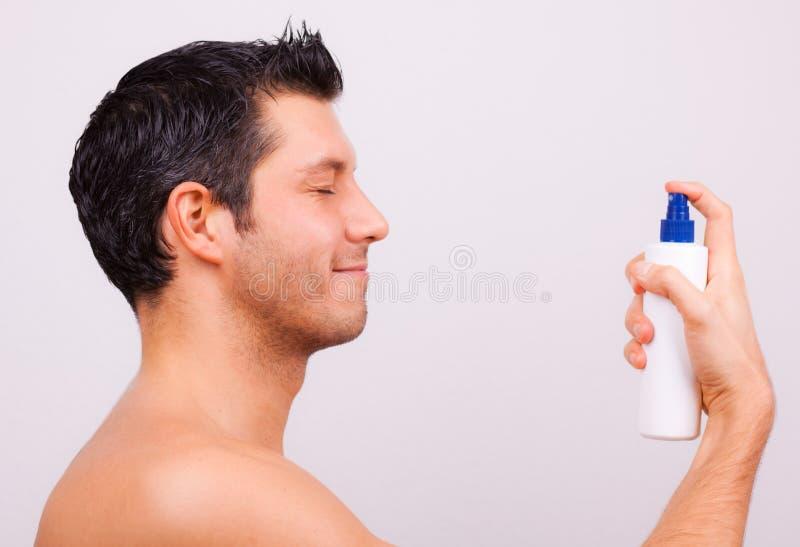 kosmetisk manspray arkivfoto