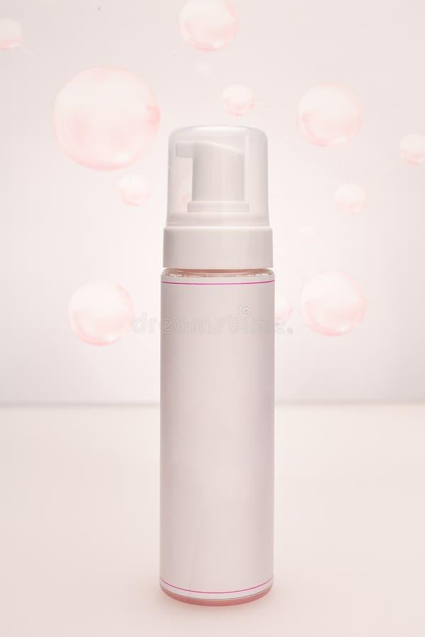 Kosmetisk packe för sprejbehållareprodukt royaltyfri bild