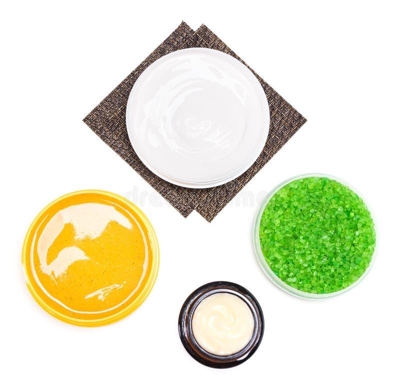Kosmetiska produkter för kroppomsorg på vit bakgrund royaltyfria bilder