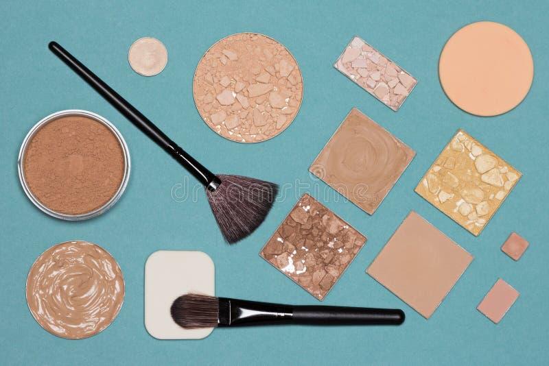 Kosmetiska produkter och tillbehör för korrigerande makeup royaltyfri bild