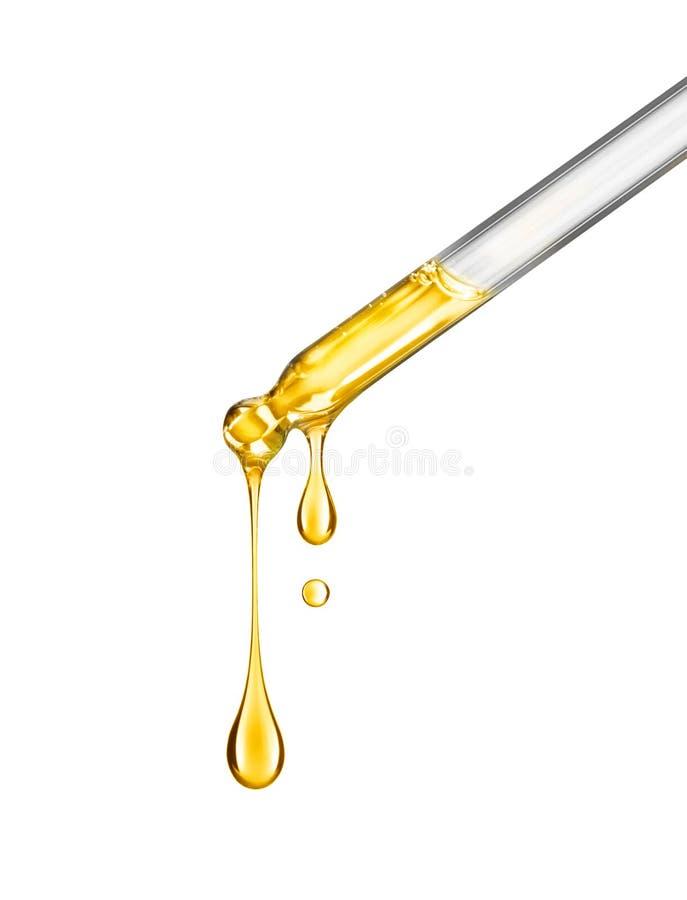 Kosmetyczna pipeta z kroplami kosmetyka oleju zakończenie na bielu zdjęcia royalty free