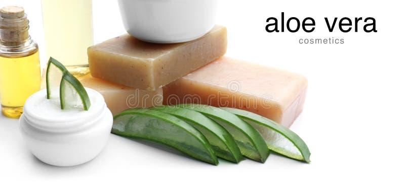Kosmetyczni produkty z aloesem Vera na białym tle obrazy stock