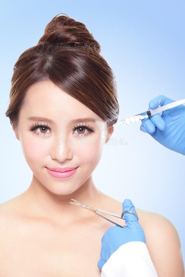 Kosmetyczny zastrzyk ładna kobiety twarz obraz royalty free