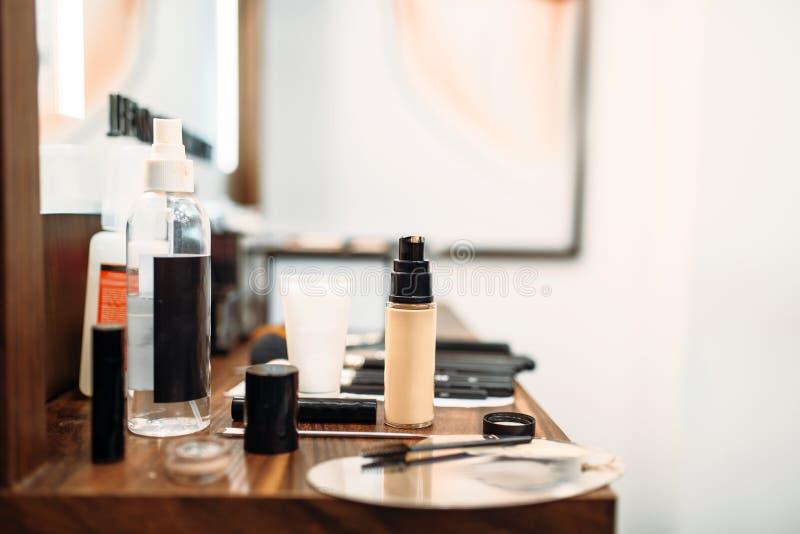 Kosmetyki i narzędzia dla makijażu, makeup sklep zdjęcia royalty free