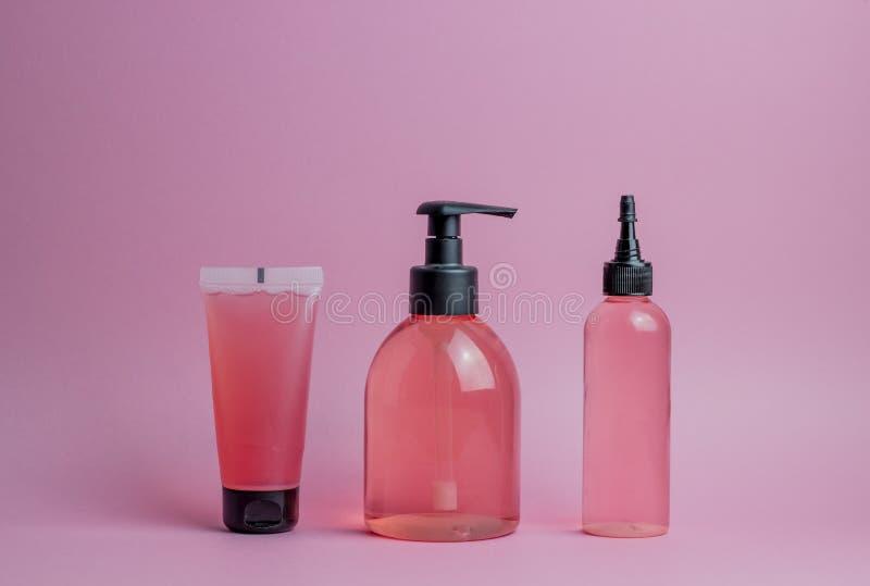 Kosmetyki na r??owym tle minimalista Skincare zdjęcia stock