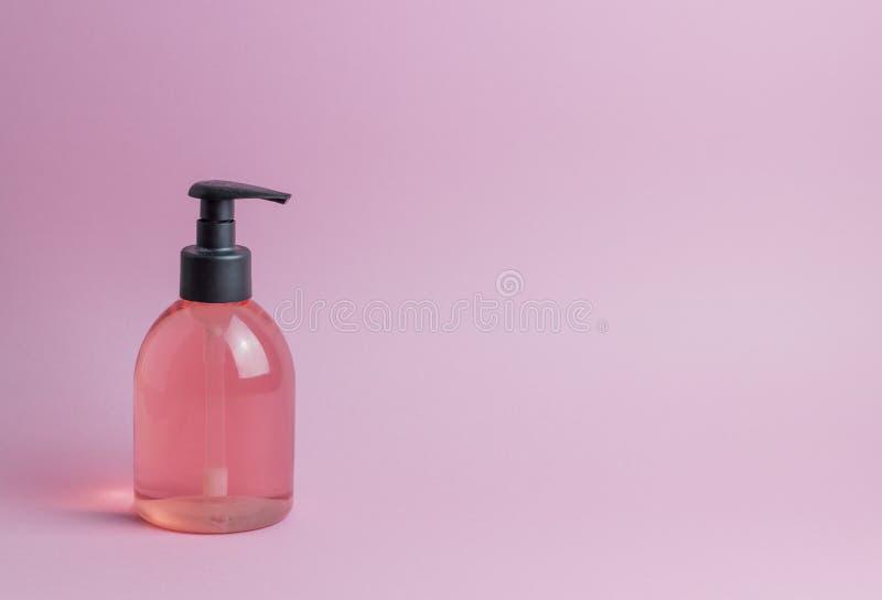 Kosmetyki na r??owym tle minimalista Skincare obraz stock