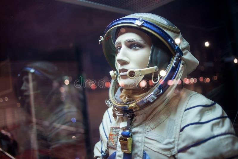 Kosmonautattrapp i dräkten, museum av royaltyfria bilder