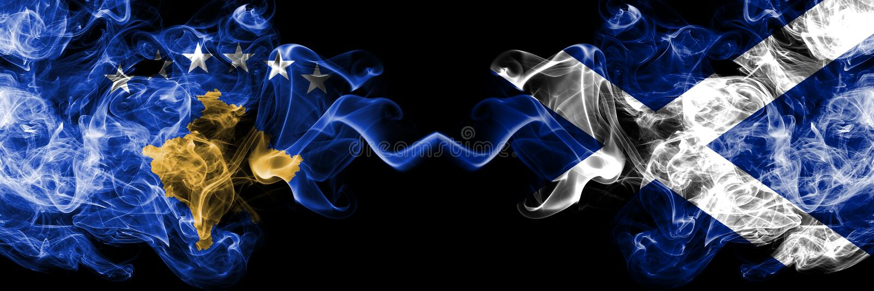 Kosovo contre l'Ecosse, drapeaux mystiques fumeux écossais placés côte à côte Épais coloré soyeux fume la combinaison de Kosovo e illustration de vecteur