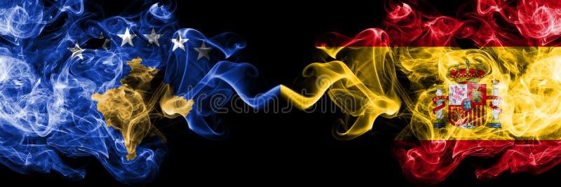 Kosovo contre l'Espagne, drapeaux mystiques fumeux espagnols placés côte à côte Épais coloré soyeux fume la combinaison de Kosovo illustration libre de droits