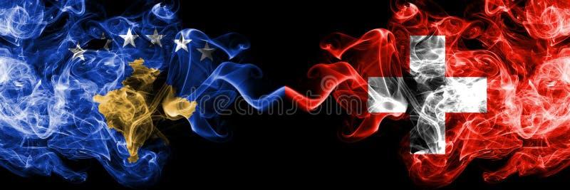 Kosovo contre la Suisse, drapeaux mystiques fumeux suisses placés côte à côte Épais coloré soyeux fume la combinaison de Kosovo e illustration libre de droits