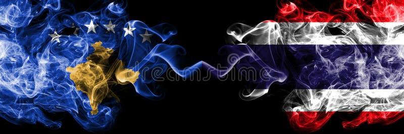 Kosovo contre la Thaïlande, drapeaux mystiques fumeux thaïlandais placés côte à côte Épais coloré soyeux fume la combinaison de K illustration stock