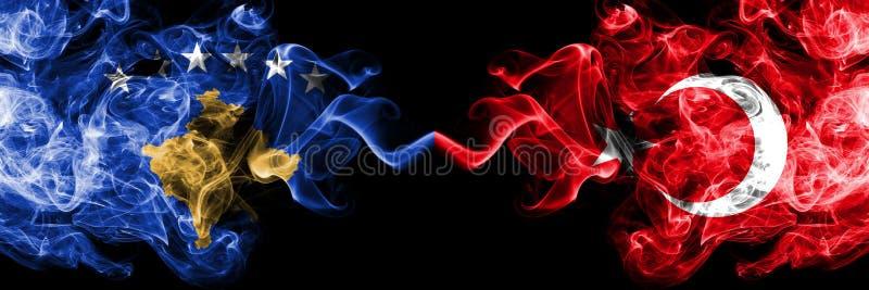 Kosovo contre la Turquie, drapeaux mystiques fumeux turcs placés côte à côte Épais coloré soyeux fume la combinaison de Kosovo et illustration de vecteur