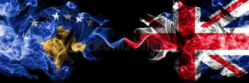 Kosovo contre le Royaume-Uni, drapeaux mystiques fumeux britanniques placés côte à côte Épais coloré soyeux fume la combinaison d illustration libre de droits