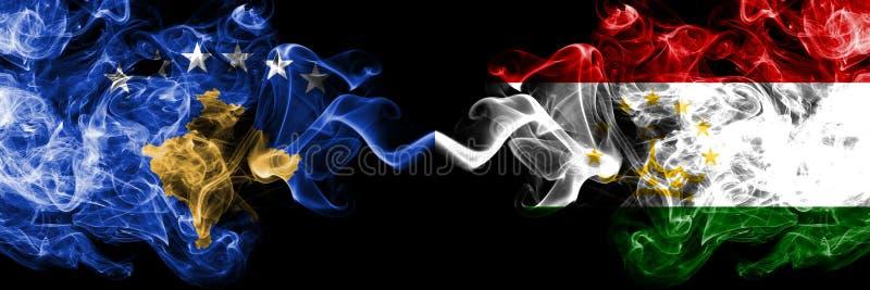 Kosovo contre le Tadjikistan, drapeaux mystiques fumeux de Tajikistani placés côte à côte Épais coloré soyeux fume la combinaison illustration de vecteur
