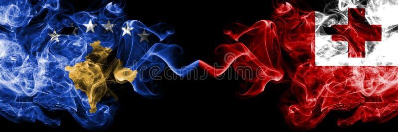 Kosovo contre le Tonga, drapeaux mystiques fumeux tongans placés côte à côte Épais coloré soyeux fume la combinaison de Kosovo et illustration de vecteur