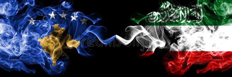 Kosovo contre les drapeaux mystiques fumeux de Somaliland placés côte à côte Épais coloré soyeux fume la combinaison du drapeau d illustration de vecteur