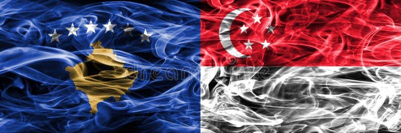 Kosovo gegen die Singapur-Rauchflaggen nebeneinander gesetzt stockbilder