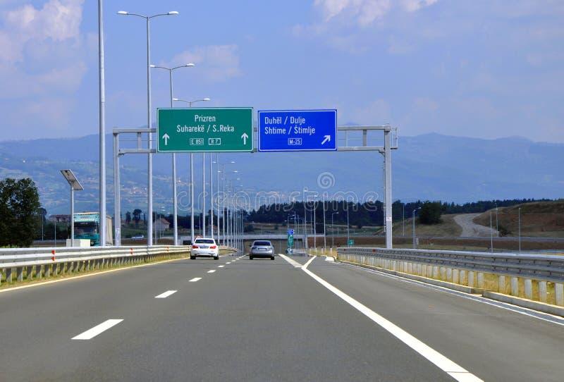 Kosovo huvudväg arkivfoton
