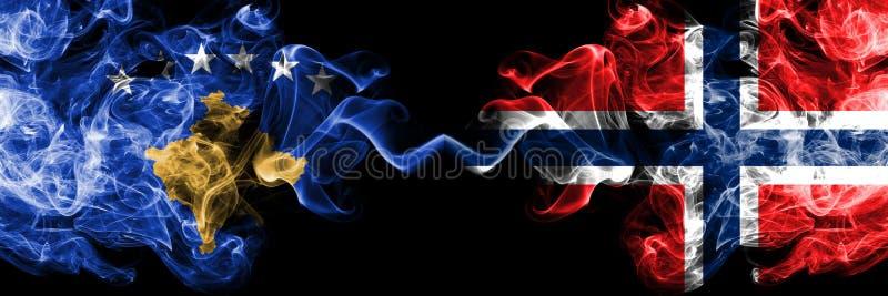 Kosovo versus Noorwegen, Noorse rokerige zij aan zij geplaatste mysticusvlaggen Dik gekleurde zijdeachtige rookcombinatie van Kos royalty-vrije illustratie