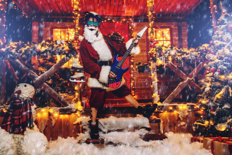 Kostüm des Rockers Sankt lizenzfreies stockfoto
