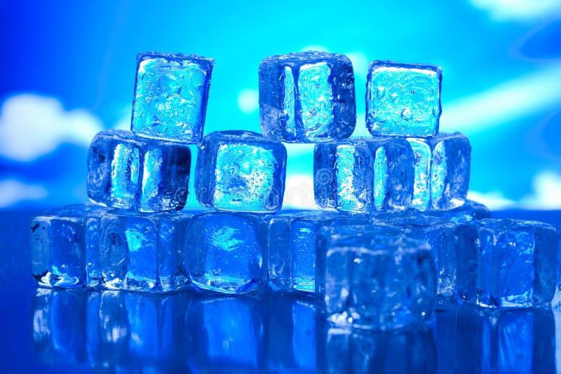 Kostek lodu, zimnego i świeżego pojęcie, fotografia royalty free