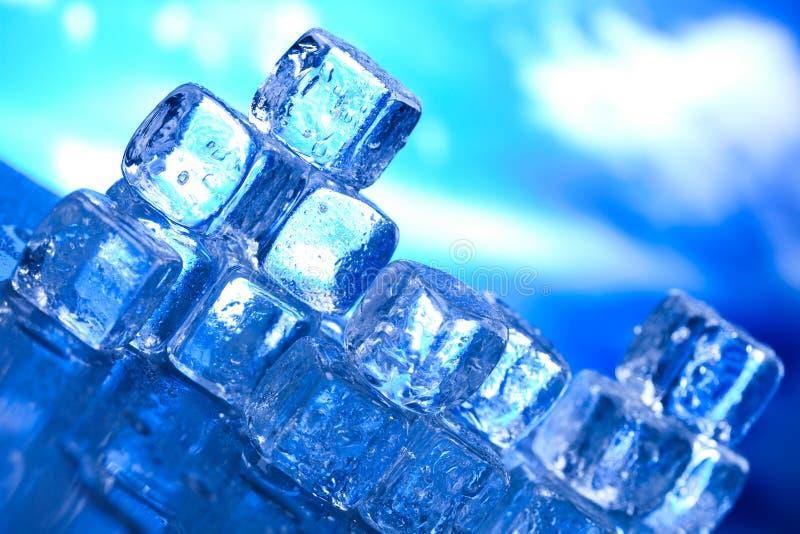 Kostek lodu, zimnego i świeżego pojęcie, fotografia stock