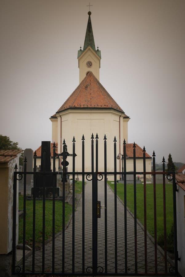 Kostel de St Michael Archangel, Svabenice imágenes de archivo libres de regalías
