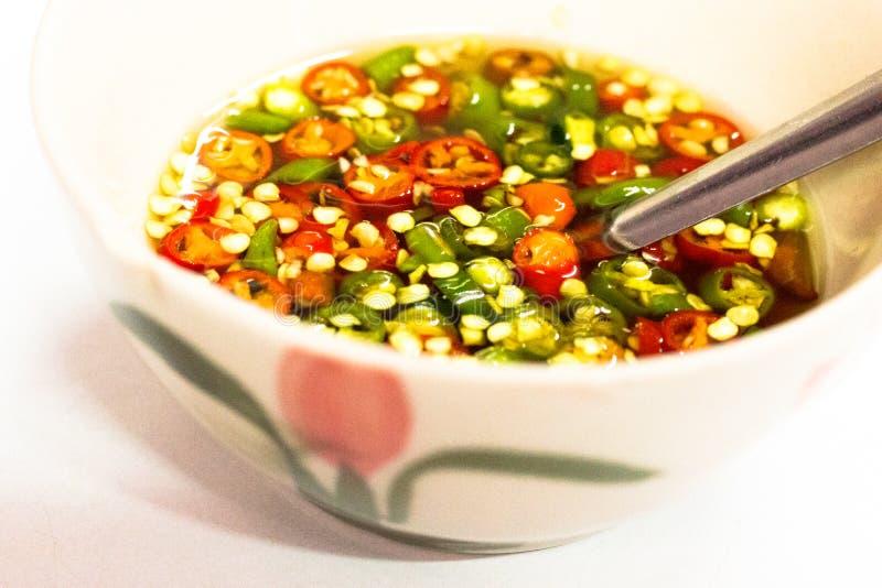 Download Kosten-op Thais Voedsel Is Het Menu Vissensaus Op Witte Achtergrond Stock Afbeelding - Afbeelding bestaande uit heerlijk, knoflook: 114227549