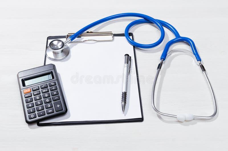 Kostenberechnung der ärztlichen Behandlung lizenzfreies stockbild