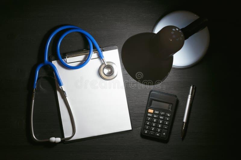 Kostenberechnungsform der ärztlichen Behandlung stockbilder