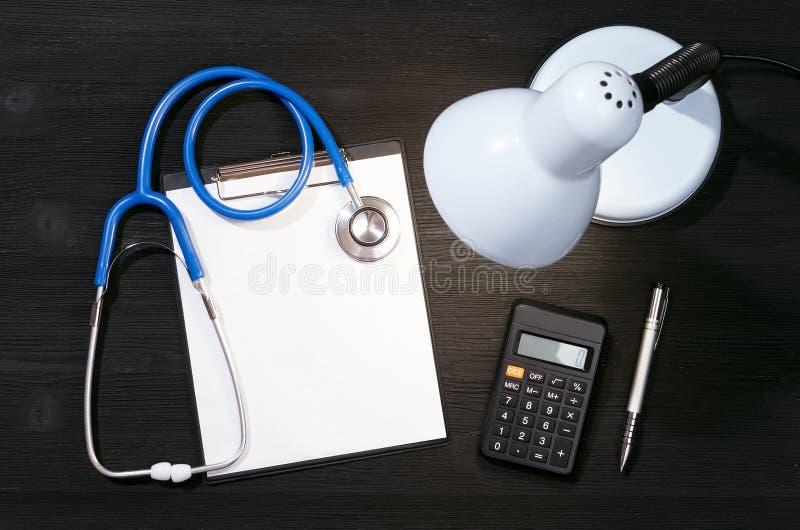 Kostenberechnungsmodell der ärztlichen Behandlung oder der Versicherung stockfoto