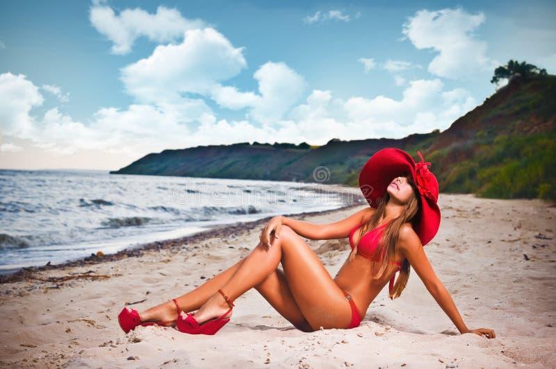 kostium TARGET173_1_ piękna kobieta obrazy royalty free