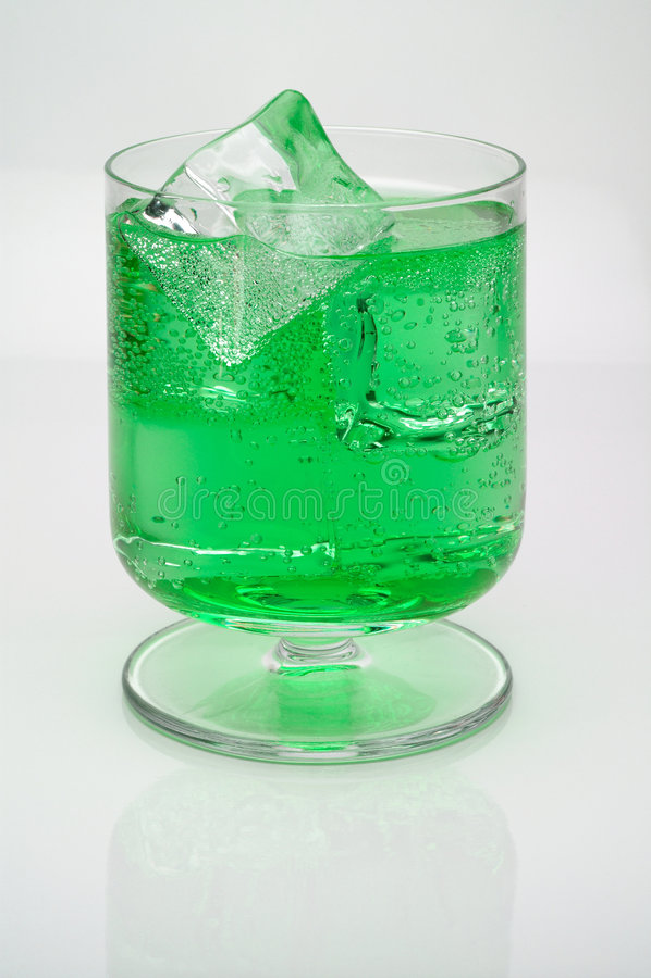 kostki lodu mennicy drinka obraz stock
