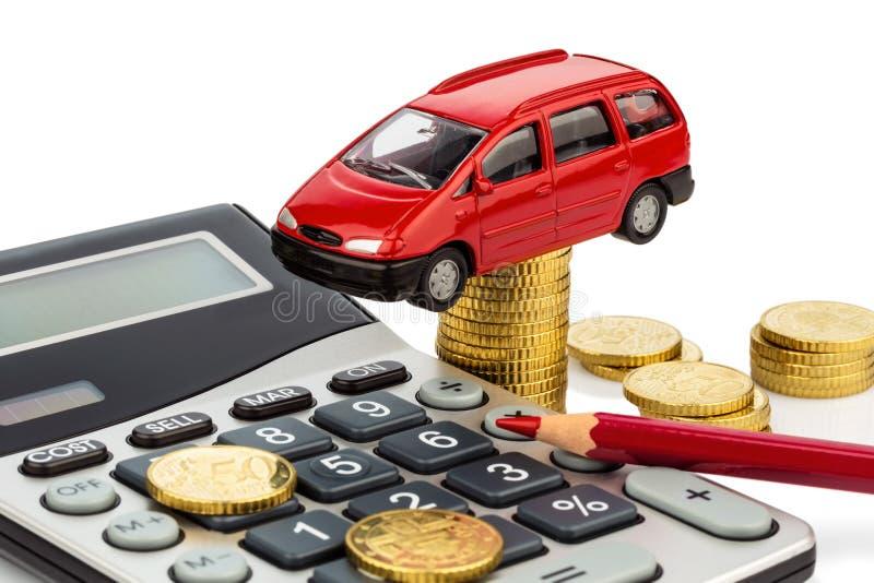 Kostnad av bilen. med räknemaskinen royaltyfri bild