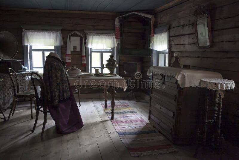 Kostroma Arquitetónico-etnográfico e Museu-reserva Kostromskaya Sloboda da paisagem Interior tradicional do russo ho foto de stock royalty free